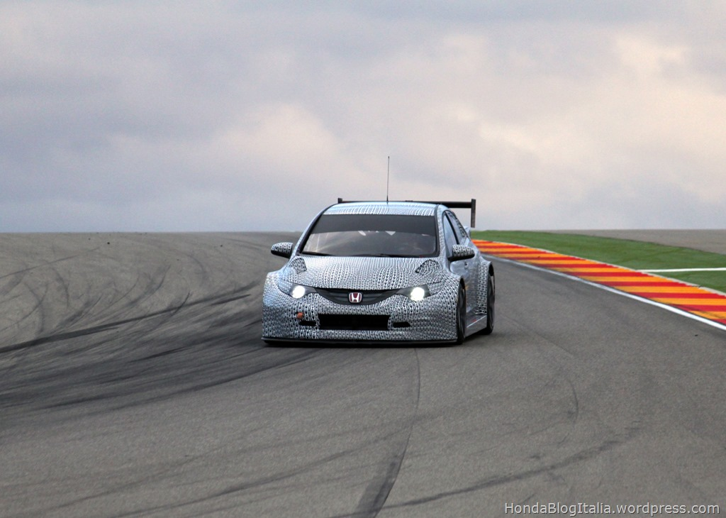 24924_Honda_WTCC_Civic_2014_test_car