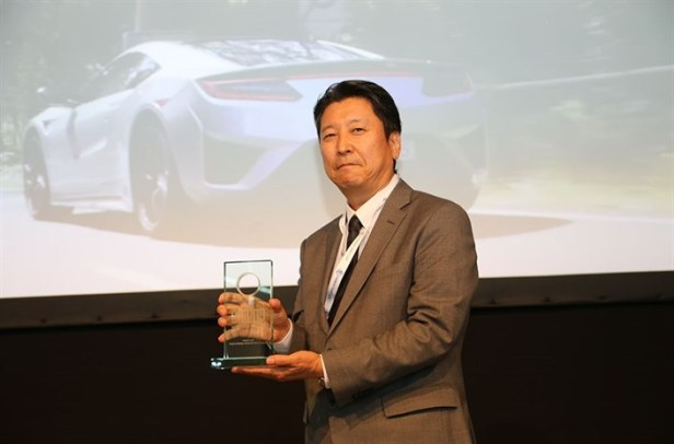 110369_HONDA_NSX_ENGINE_IS_THE_BEST_NEWCOMER_AT_INTERNATIONAL_ENGINE_OF_THE_YEAR.jpg
