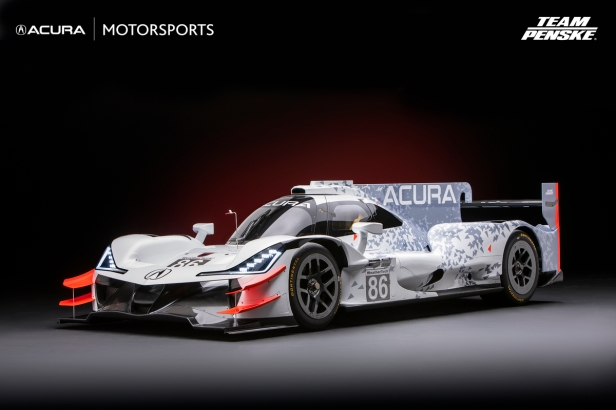 """NSX """"Dream Project"""" and Acura Motorsports Excellence on Disp"""