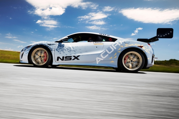 "NSX ""Dream Project"" and Acura Motorsports Excellence on Disp"