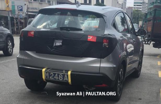 2018-Honda-HR-V-facelift-rear-three-quarters-spy-shot