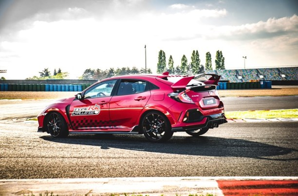 'Type R Challenge 2018' is go! Honda sets new lap record at Magny-Cours GP circuit in Civic Type R