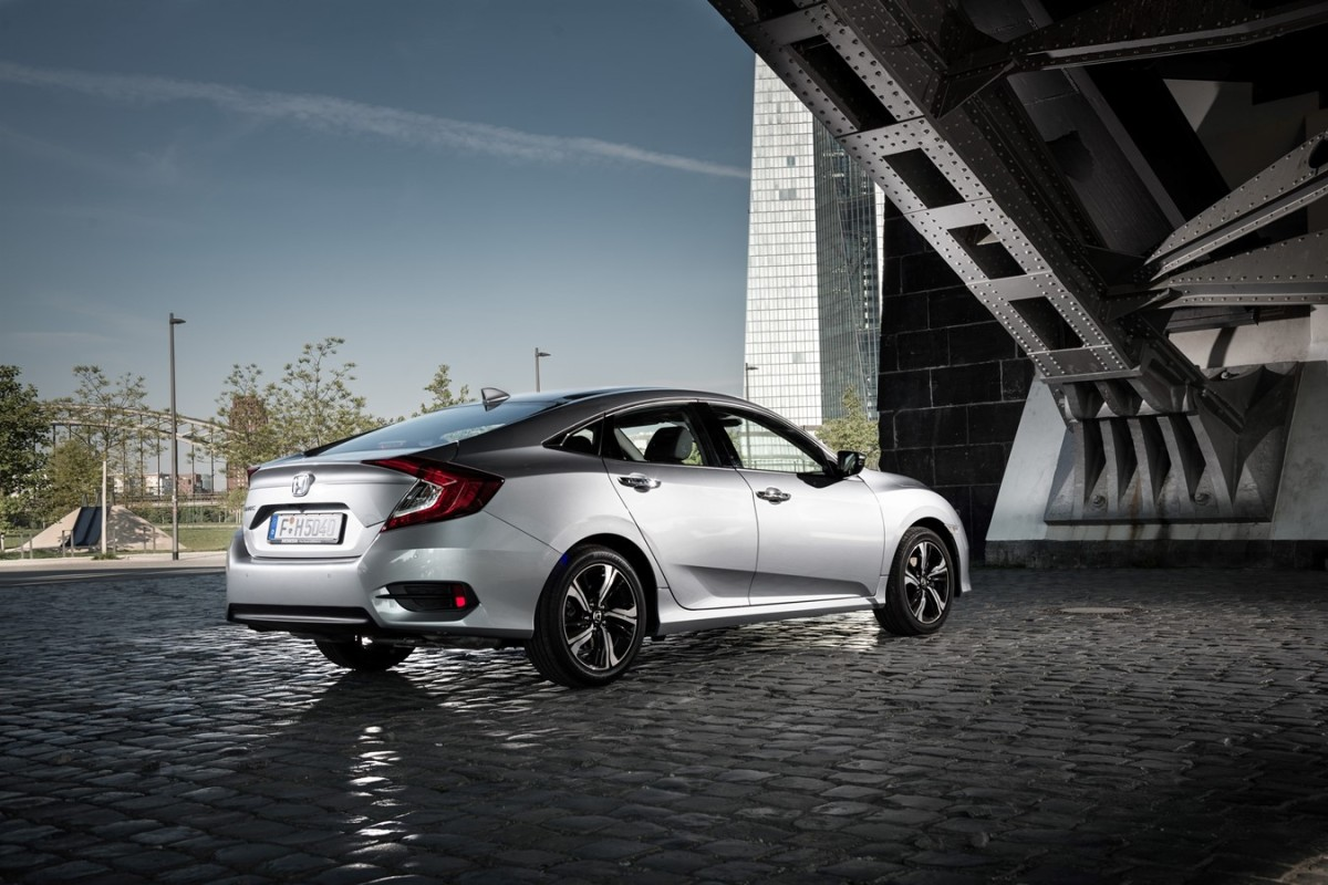 #Honda Civic 4 porte 2018 per l'Europa